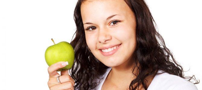 """Dantų implantai: pilno dantų """"komplekto"""" reikšmė sveikatai ir grožiui"""